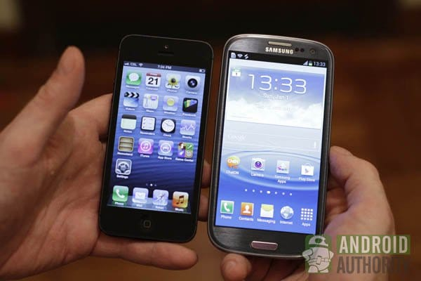 Samsung Galaxy S3 vs Apple iPhone 5: видео сравнение